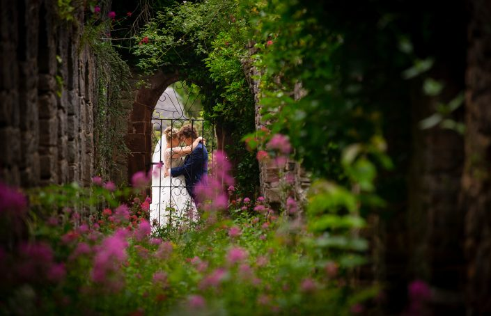 brideg and groom in garden arch